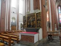 Jeden z gotyckich ołtarzy zebranych w kościele