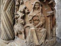 Detale kolumn z katedry bp Waltera