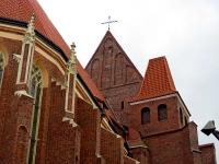 Oddzielność dachu nawy i chóru