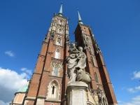 Figura Niepokalanej na placu przed katedrą