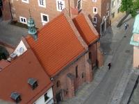 Widok z wieży katedry na kościół św. Idziego