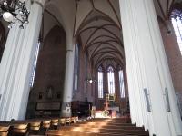Nawa główna i prezbiterium kościoła