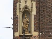Figura Maryi z Dzieciątkiem we wnęce wieży zachodniej