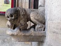 Lew romański przy wejściu do katedry