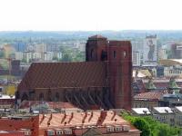 Widok na kościół z wieży katedry wrocławskiej