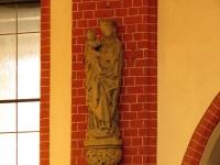 Madonna w nawie kościoła