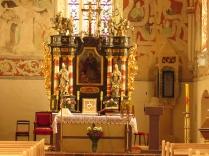 Prezbiterium - barokowy ołtarz i tabernakulum