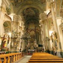 Barokowe wnętrze kościoła Podwyższenia Krzyża Św.