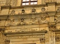 Galeria władców na budynku bramnym
