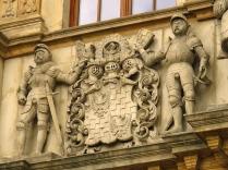 Herb Polski na budynku bramnym