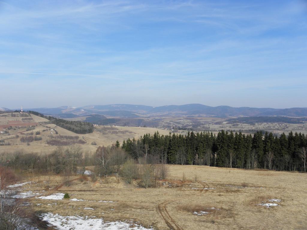 Widok na Góry Sowie z G. Wszystkich Świętych