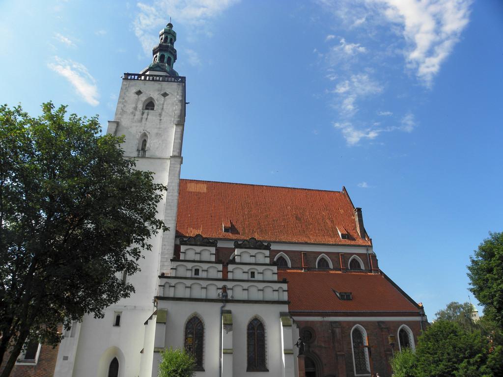 Północna fasada oleśnickiej bazyliki