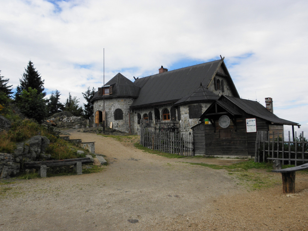 Tourist hut on Wysoki Kamień