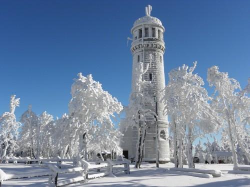 Frozen outlook tower on Wielka Sowa