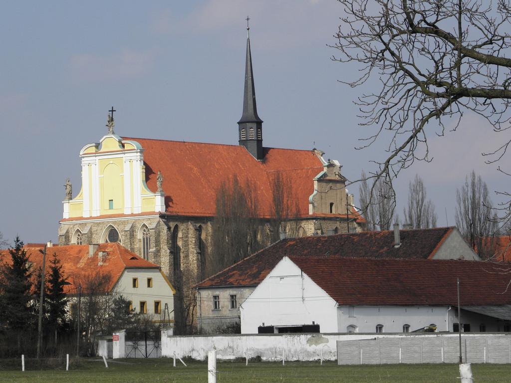 Kamieniec Ząbk. - dawny kościół opacki