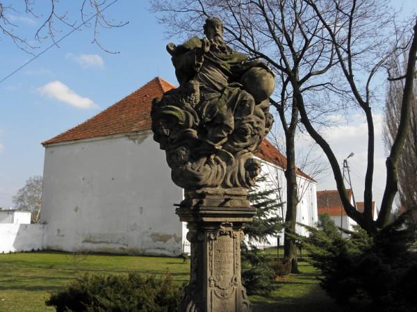 Kamieniec Ząbk. - figura Stworzyciela